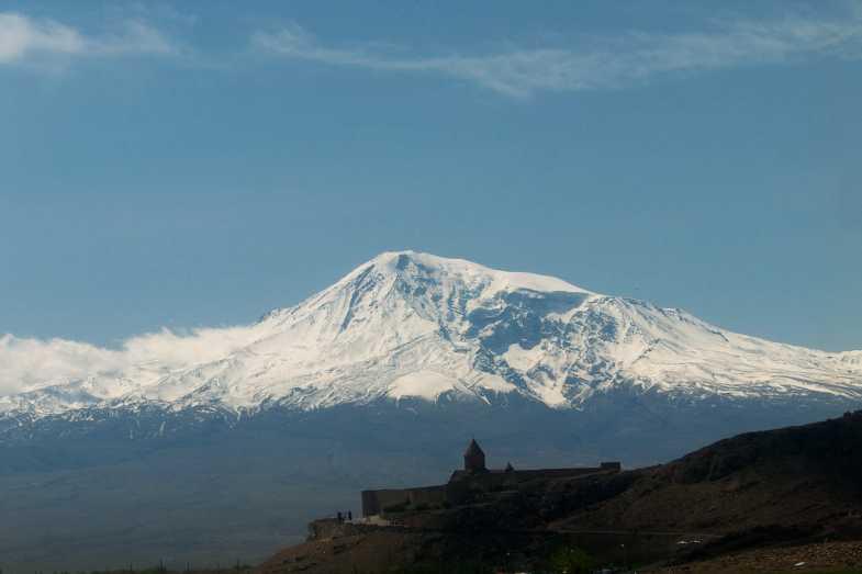 Das ist der Berg Ararat im Winter